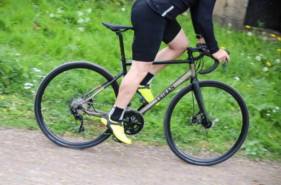 triban-rc520-gravel-riding-1.jpg